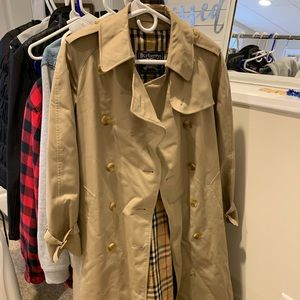 Burberry trench coat like new beautiful coat..